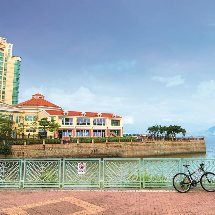 Cycling is a common way to commute in Discovery Bay.